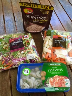 3 minute healthy prawn and brown rice salad ingredients