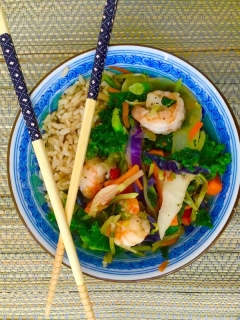 3 minute healthy prawn and brown rice salad ready